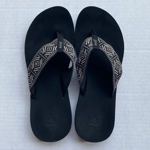 Reef Women's Cushion Sandals Size 11 Black & White